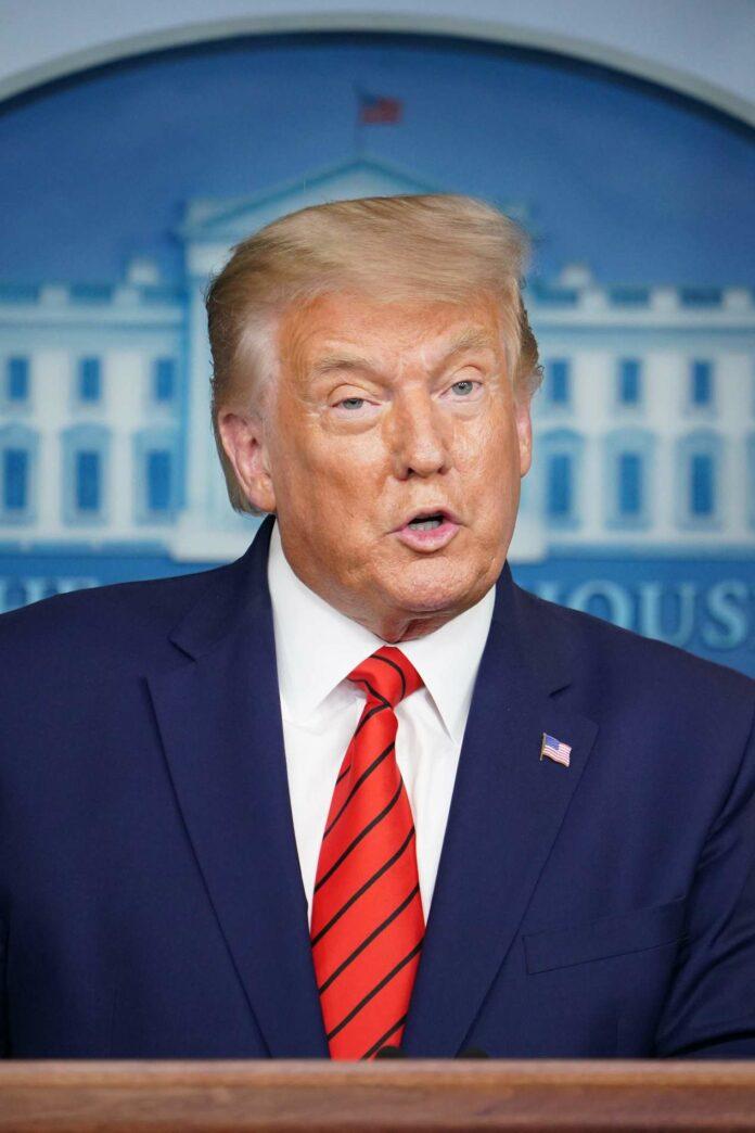 Herausforderer Joseph Biden (links) und Amtsinhaber Donald Trump demonstrieren Stärke und werfen sich gegenseitig Schwäche vor.