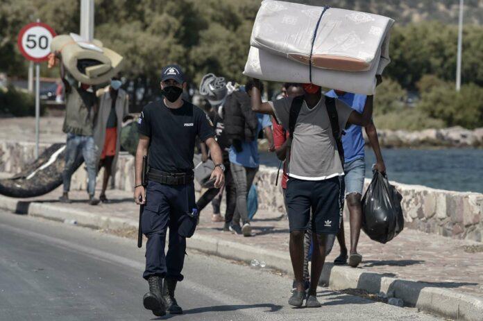 Nach dem Großbrand, der das Flüchtlingslager Moria auf Lesbos zerstörte, konnten inzwischen die ersten Flüchtlinge ein neues Zeltlager beziehen.