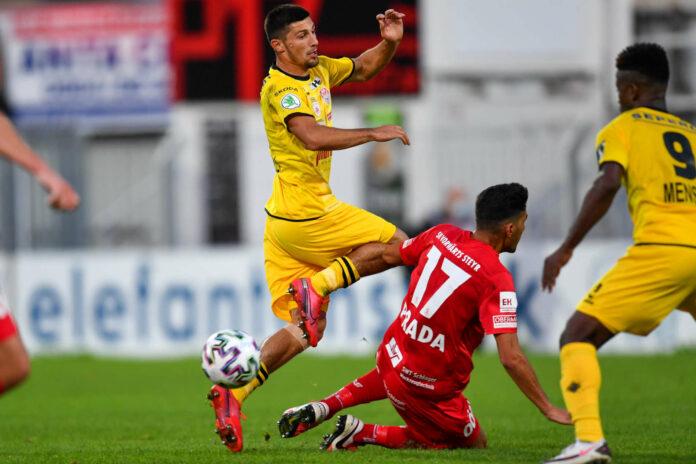 Alberto Prada-Vega (M.) und Steyr gingen gegen Kapfenberg (l. Eloshvili, r. Mensah) in die Knie.