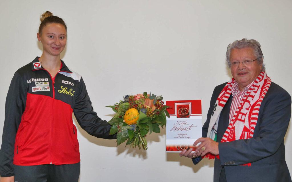 Sofia Polcanova nahm die Glückwünsche zur Vermählung von ÖTTV-Präsident Hans Friedinger gerne entgegen.