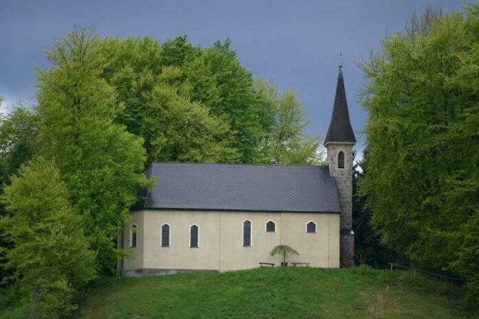 Die idyllisch gelegene Vituskirche in Oberregau punktet u. a. mit ihrer Akustik.