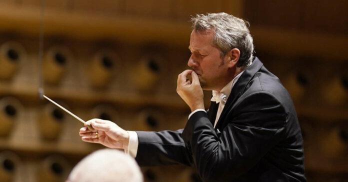 """Arbeitete für Bruckners """"Sechste"""" mit seinem gesamten gestischen Repertoire: Bruckner Orchester-Chefdirigent Markus Poschner."""