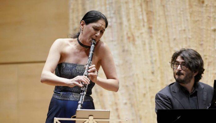 Klarinettistin Sharon Kam und ihr Klavierpartner Matan Porat