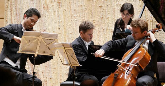 Andreas Janke (Geige), Oliver Schnyder (Klavier) und Benjamin Nyffenegger (Cello) im Brucknerhaus