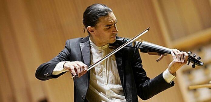 """Virtuose Malov setzte elektronisch gesteuerte Geigen ein und schreckte nicht vor der """"Nullten"""" zurück."""