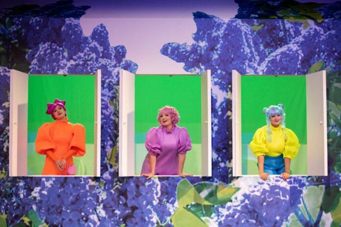 """Das pastellfarbene """"Dreimäderlhaus""""im Musiktheater."""