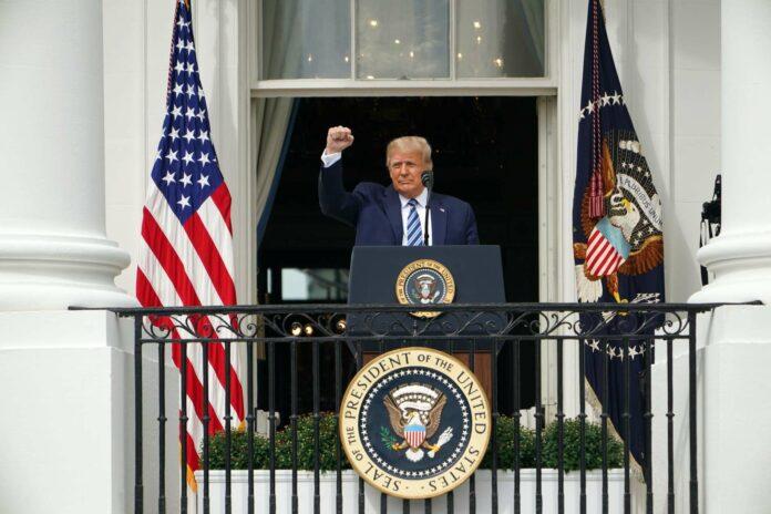Donald Trump zeigte sich erstmals seit seiner Genesung mit einer 20-minütigen Rede seinen Anhängern auf einem Balkon des Weißen Hauses.