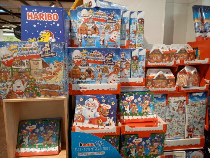 Bereits Anfang Oktober fanden sich Adventkalender im Handel, Osterhasen waren heuer Ladenhüter (Foto unten)