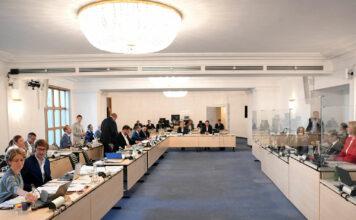 Corona könnte dem Ausschuss eine unfreiwillige Pause verschaffen, aber auch eine Übersiedlung aus dem Sitzungsraum in den Plenarsaal ist in Diskussion.
