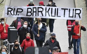 Nicht nur in Österreich, auch in Deutschland wird gegen die Regierungsmaßnahmen zur Eindämmung der Corona-Pandemie demonstriert. In Berlin gingen Vertreter der Nachtgastronomie und der Eventbranche auf die Straße, in Wien wird am Samstag wieder demonstriert.