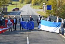 Gemeindevertreter unterzeichneten beim Grenzübergang Hanging eine gemeinsame Resolution