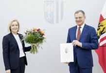 Carmen Breitwieser und Landeshauptmann Thomas Stelzer