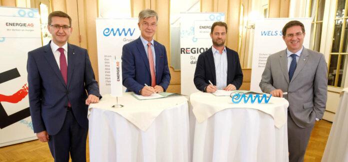 LR Markus Achleitner, Werner Steinecker (GD Energie AG), Florian Niedersüß (Vorstandssprecher EWW) und der Welser Bürgermeister Andreas Rabl haben hohe Klimaziele.