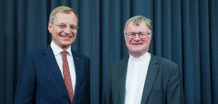 LH Thomas Stelzer mit Bischof Manfred Scheuer beim Solidaritätspreis der Kirchenzeitung 2019
