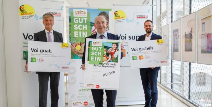 LR Max Hiegelsberger, Energie-AG-Generaldirektor Werner Steinecker und Energie-AG-Vertriebgeschäftsführer Michael Baminger präsentieren die Gutschein-Kooperation.
