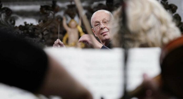 Dirigierte das Bruckner Orchester: Stefan Soltész
