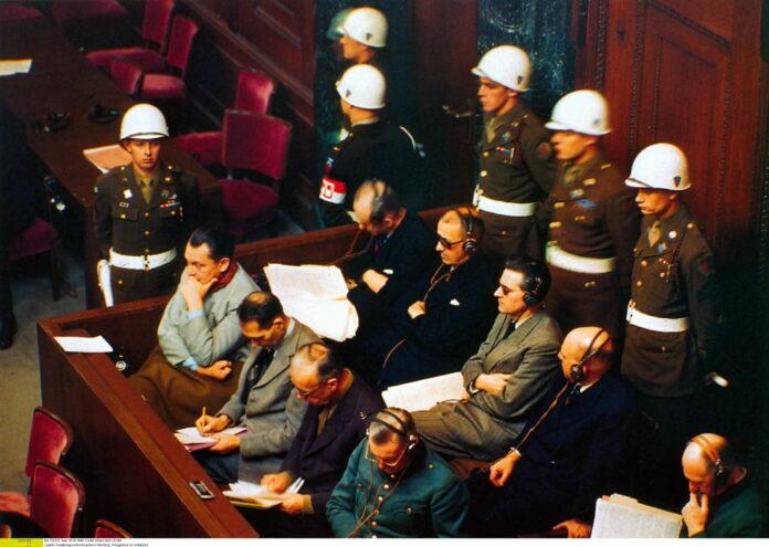 Die Angeklagten auf der Anklagebank des ersten Nürnberger Prozesses im Jahr 1945