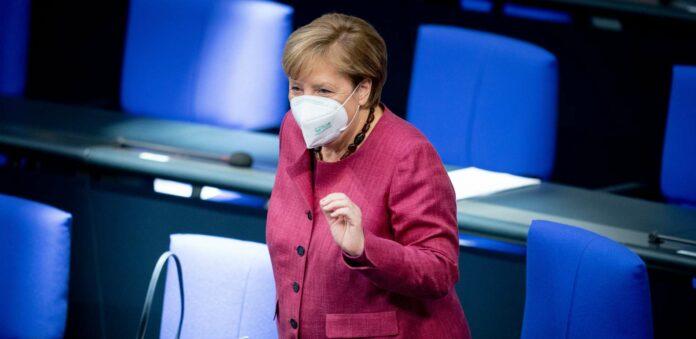 Ende September hatte Kanzlerin Angela Merkel gewarnt, dass es zu Weihnachten 19.200 Neuinfektionen am Tag geben könnte. Am Samstag wurden vom Robert Koch-Institut der neue Höchstwert von 19.059 Fällen binnen eines Tages gemeldet..