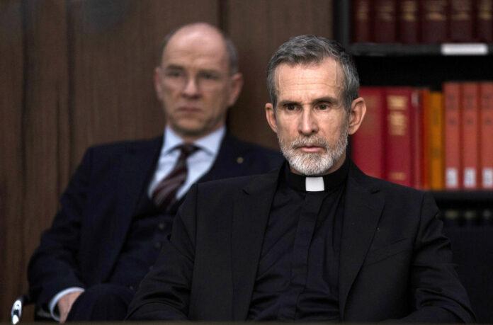 """Ulrich Matthes in """"Gott"""" — ein Fernsehfilm, der das Potenzial hat, in vielen Familien lange Diskussionen auszulösen."""