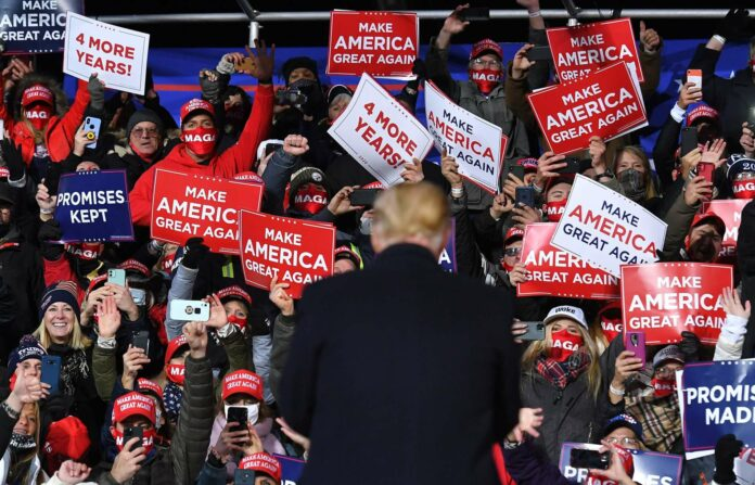 Beide Kandidaten eilen im Wahlkampffinish von Auftritt zu Auftritt. Am Samstag konnten ihn seine Anhänger aus dem umkämpften Bundesstaat Pennsylvania bejubeln.
