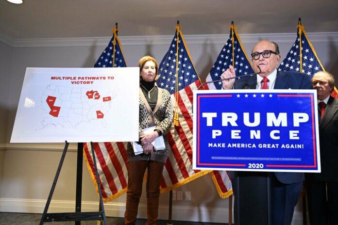 """Auch für Trumps langjährigen Anwalt und Vertrauten Rudy Giuliani ist der Kampf ums Weiße Haus noch nicht zu Ende: """"Wir können nicht zulassen, dass diese Gauner die Wahl von den Amerikanern stehlen"""", meinte der ehemailge Bürgermeister von New York."""