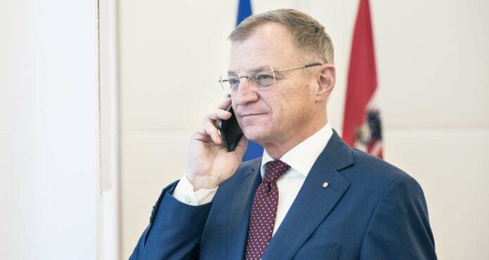 """LH Stelzer, der Bundespräsident Van der Bellen alles Gute für seine Genesung nach einem Sturz wünschte, sieht die Lage ist in den Spitälern wegen des Coronavirus """"kritisch, aber noch bewältigbar""""."""