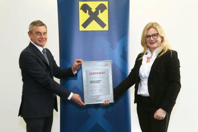 V. l.: Heinrich Schaller (RLB OÖ-Vorstandsvorsitzender) und Monica Rintersbacher (Geschäftsführerin Leitbetriebe Austria)