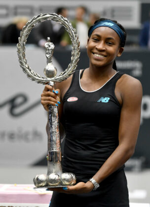Magdalena Maleeva (l.) war die erste Siegerin, Coco Gauff (2.v.l.) die bisher letzte. Serena Williams (r.o.) enttäuschte wie Martina Navratilova (r.2.v.o.).