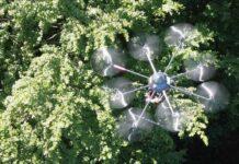"""Dank Künstlicher Intelligenz (KI) können Drohnen auch durch Blätter """"hindurchschauen""""."""