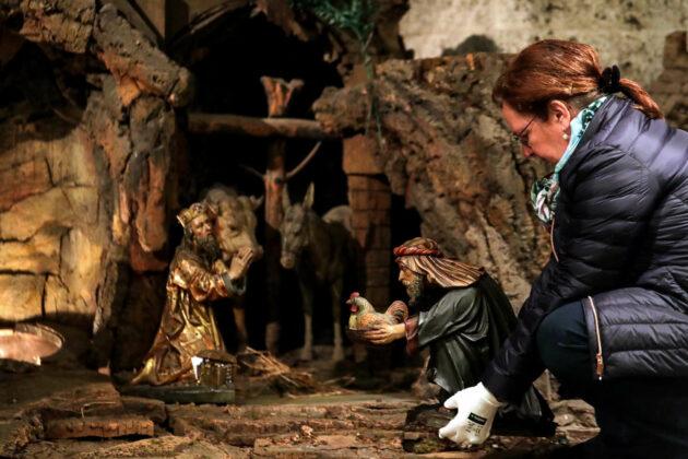 Die Heilige Familie und ihr Umfeld sind die ersten Figuren, die in diesem Advent wieder in die Krippe einziehen.