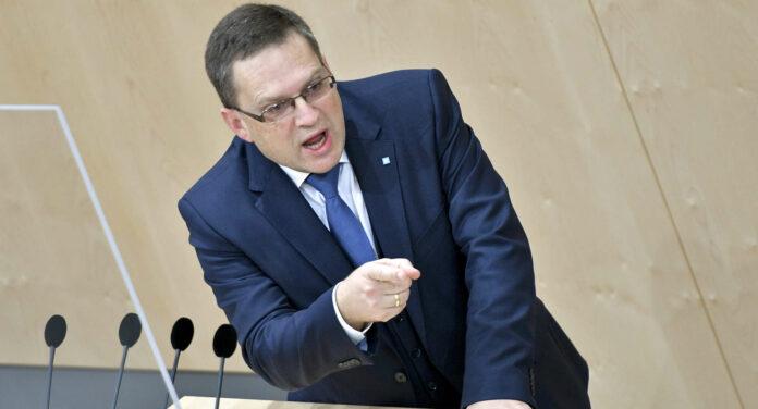 """""""Die SPÖ soll die Menschen hinsichtlich der Finanzierung unseres Gesundheitssystems nicht verunsichern"""", deponierte ein energischer ÖVP-Klubobmann August Wöginger."""