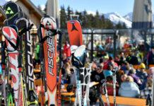 Schifoahn is des Leiwandste, beschauliche Skitouren werden diesen Winter überfüllte Skihütten (links) bestens ersetzen.