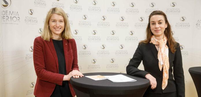 v.l.: Gesundheitsreferentin LH-Stv. Christine Haberlander und Stefanie Auer, Leiterin des Zentrums für Demenzstudien an der Donau-Uni Krems