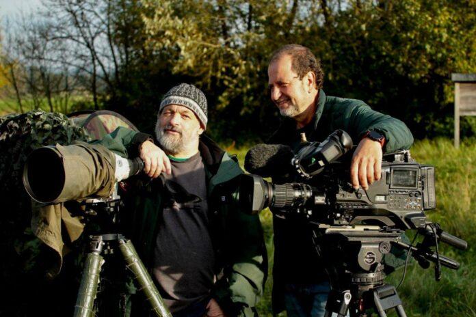 """V. l.: Josef Limberger beim Filmdreh im Naturschutzgebiet """"Koaserin"""" in Peuerbach mit Kameramann Claus Muhr"""