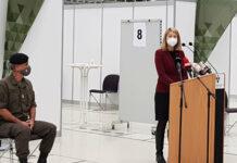 Gesundheitsreferentin LH-Stv. Christine Haberlander und Militärkommandant Dieter Muhr im für den Massentest vorbereiteten Design Center Linz