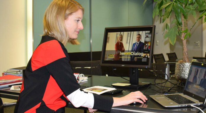 Christine Haberlander beim Online-Dialog mit Funktionärinnen und Funktionären in den Gemeinden und Betrieben.