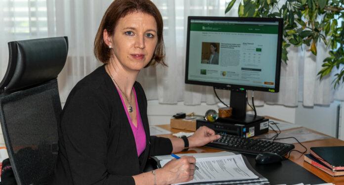 """""""Landwirte sollen keine Existenzängste haben müssen. Dazu trete ich für weitere Entlastungen und Unterstützungen für die Landwirte ein. Zudem möchte ich die Digitalisierung und die Online-Vertriebswege der Landwirte stärken und auch die Kommunikation auf digitalem Wege ausbauen"""", sagt Oberösterreichs Landwirtschaftskammer-Präsidentin Michaela Langer-Weninger."""