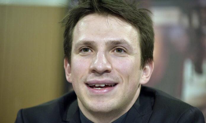 "Vor leeren Rängen dirigiert Cornelius Meister am 31. Dezember ""Die Fledermaus""in der Wiener Staatsoper — zu sehen auf ORF III."