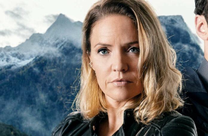 Als toughe Ermittlerin Lisa Kuen im Polizeieinsatz: Patricia Aulitzky