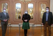 V- l.: KUK-Lungen-Primar und Covid-Spezialist Bernd Lamprecht, LH-Stv. Christine Haberlander und Impfkoordinator Franz Schützeneder