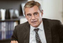 """""""Täglich fällig und online sind die klaren Trends beim Sparen"""", so Heinrich Schaller, Chef der Raiffeisenlandesbank OÖ."""