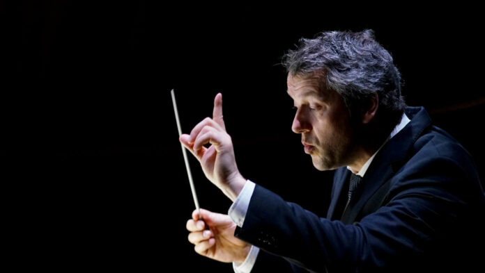 Ging in seiner Aufgabe wie immer voll auf: Bruckner Orchester-Chefdirigent Markus Poschner.