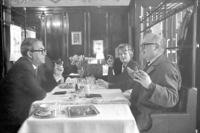 Werke von ihm werden heute auf der ganzen Welt aufgeführt, einige auch höchst erfolgreich verfilmt: FriedrichDürrenmatt auf einer Aufnahme aus demJahr 1980.