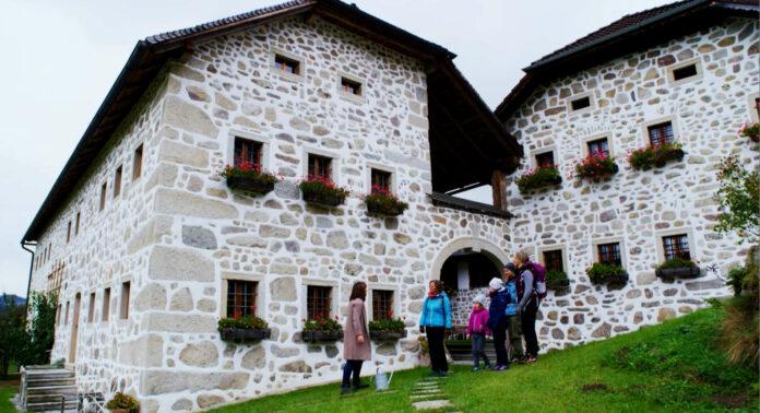 Steinbloß-Mauer-Weg-Wanderung zum Sixten-Hof in Hirschbach