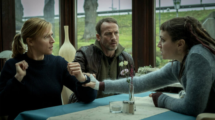 Franziska Weisz (Julia Grosz), Wotan Wilke Möhring (Thorsten Falke) und Franziska Hartmann (Imke Leopold).