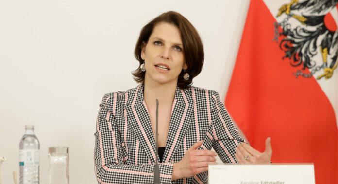 Die gebürtige Salzburgerin Karoline Edtstadler (40) ist Bundesministerin für die EU und die Verfassung. Die studierte Juristin war vor dem Wechsel in die Politik Richterin.