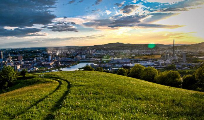 Die Stadt Linz soll als Wirtschaftsstandort weiter attraktiviert werden, so Vbgm. Bernhard Baier (kl. Bild).