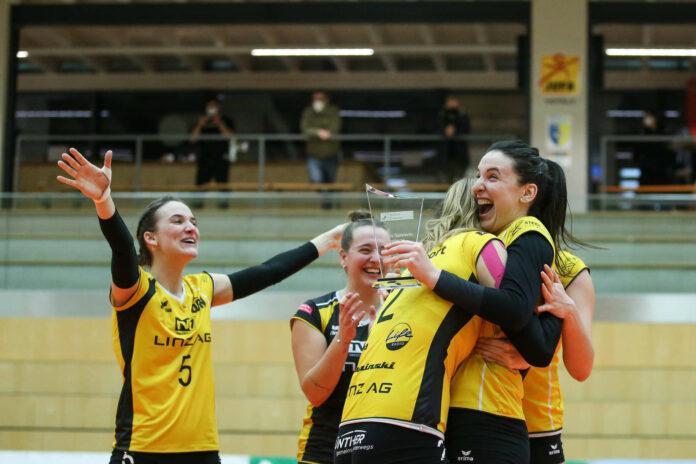 Milena Spasojevic (r.) führte die Steelvolleys mit 15 Punkten zum Cup-Triumph und wurde zur wertvollsten Spielerin gewählt.