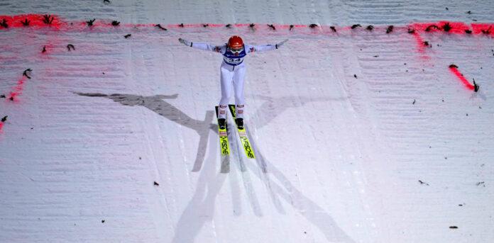 In dieser Saison durfte Marita Kramer nach der Landung schon drei Mal über einen Sieg jubeln.