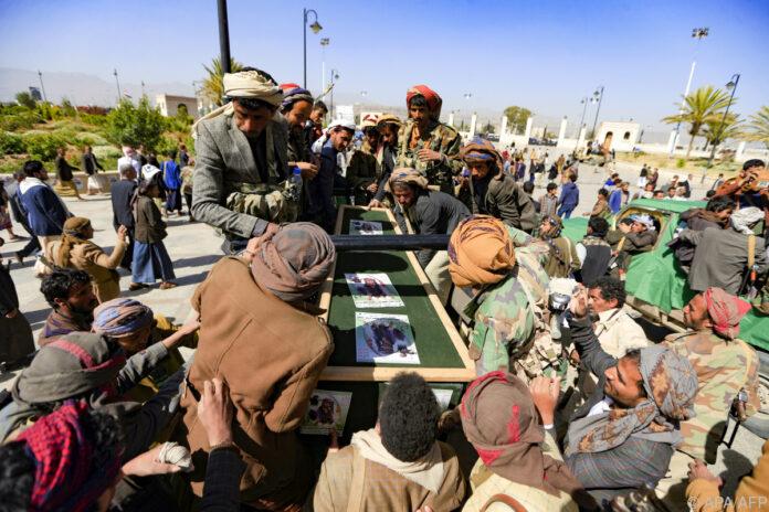 Krieg-im-Jemen-spitzt-sich-zu-120-Tote-bei-Gefechten